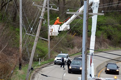 Fatal crash on Robinson Boulevard Repairs were underway after sunrise for the shattered utility pole at the site of the fatal crash.