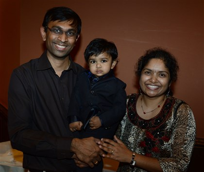 20140425bwSilkSeen04 Pradeep Setty with Vihaan, 16 months-old and Dhivya Setty. #SEENfamily