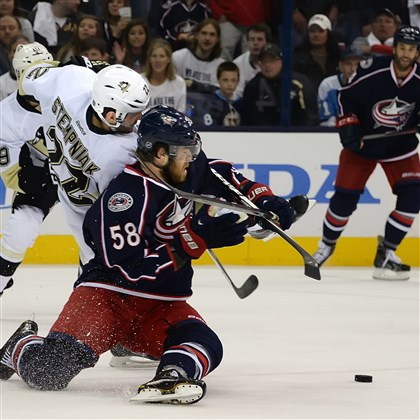 20140428pdPenguinsSports02-1 The Penguins' Lee Stempniak battles for loose puck with the Blue Jackets' David Savard.