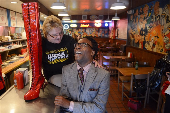 "9j300kt4 Billy Porter, the Tony Award-winning actor, Carnegie Mellon University alum and East Liberty native, poses with Primanti Bros. chef Toni Haggerty and the boot from ""Kinky Boots,"" the show for which Mr. Porter won his Tony, in the Strip District."