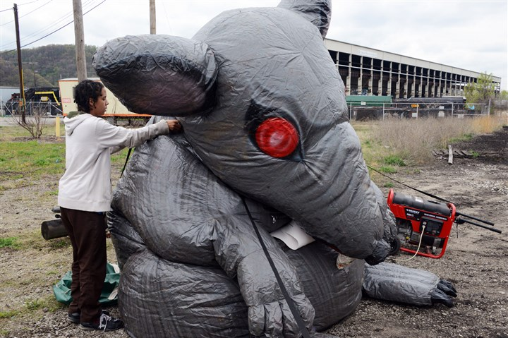 Hazelwood protest Protesters set up an inflatable rat near Pittsburgh Recycling Service's terminal in Hazelwood as part of a rally this morning to protest piles of refuse left behind by the bankrupt company.