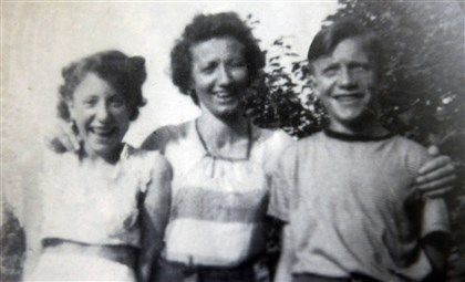 Kay, Anna Wagner and Matthias Kay, then 14, with her mother Anna Wagner and her brother Matthias, 15.