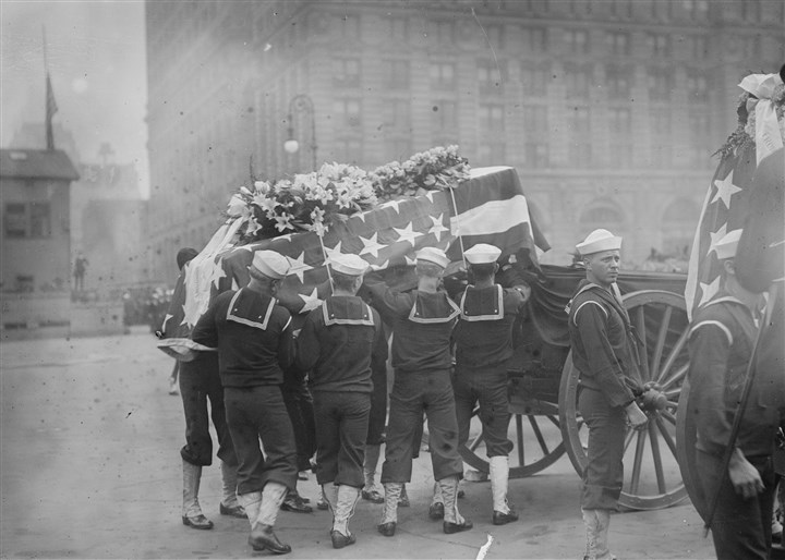 Sailors hoist a casket May 11, 1914 Sailors hoist a casket onto a caisson in New York before the national memorial service on May 11, 1914, in honor of the sailors and Marines killed at Veracruz.