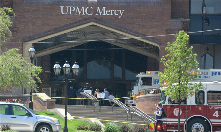 20140513dsMercyLocal03-1-1 The entrance of UPMC Mercy Hospital after a car crashed into the revolving door.