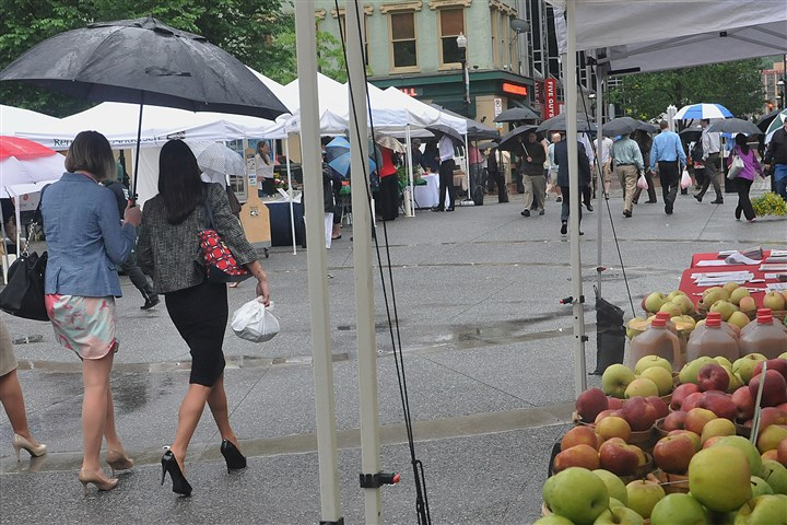20140515lrmarketstandalone02-1 The farmers market in Market Square kicked off its 2014 season May 15 with a nice steady rain.