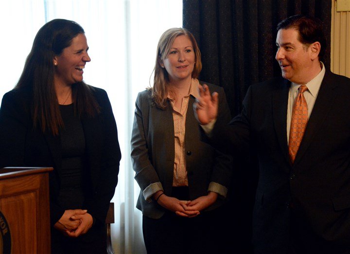 20140515lfNextdoorLocal01 Nextdoor Co-Founder Sarah Leary, left, shares a laugh with Mayor Bill Peduto while Lauren Byrne, executive director of Lawrenceville United looks on at the Pittsburgh City-County Building.