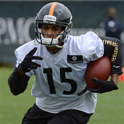20140517mfsteelerssports06-12 Steelers' Justin Brown carries during rookie mini camp on the South Side Saturday morning, May 17, 2014.