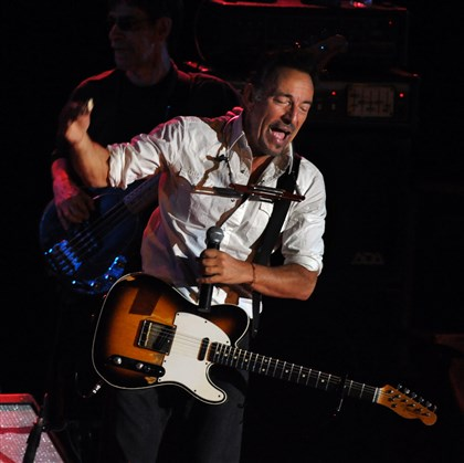 "20140522bwJoeMag02 Bruce Springsteen sings his song, ""Racing In the Street '78,"" as he joins Joe Grushecky and the Houserockers in concert."