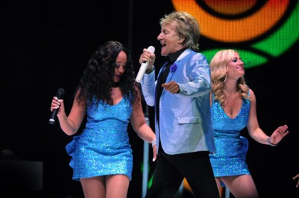 "20140527bwRodMag02-1 Rod Stewart sings ""Twistin' The Night Away"" on tour at Consol Energy Center."