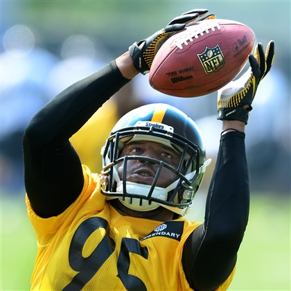 Steelers linebacker Jarvis Jones  Steelers linebacker Jarvis Jones hauls in pass during backer drills as the team begins their OTA sessions Tuesday morning on the South Side.