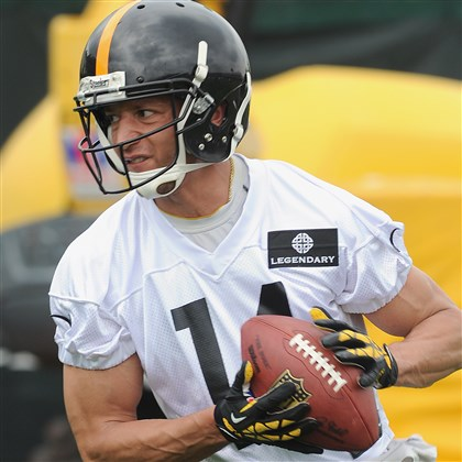 20140528radDerekMoyeSports02-1 Derek Moye pulls in a pass at Steelers practice Wednesday on the South Side.