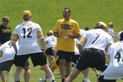 ilkin0602 NFL announcer and former Steeler Tunch Ilkin gets fantasy campers loosened up before practice at the Steelers Men's Fantasy Camp at Saint Vincent College in Latrobe.