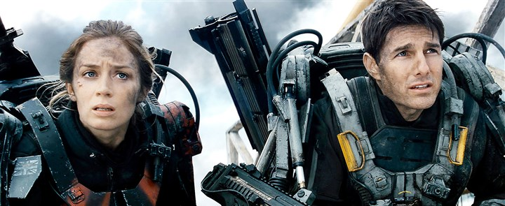 "20140606Edge1 Emily Blunt and Tom Cruise make a good team in ""Edge of Tomorrow."""