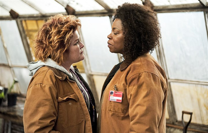 "OnlineOrangeBl-3 Red, portrayed by Kate Mulgrew, left, butts heads with new inmate Vee, played by Lorraine Toussaint, in the second season of Netflix's ""Orange Is the New Black."""