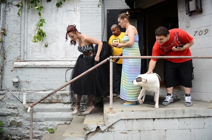 20140613Wilkinsburg3-2 Iesha Stover, 19, leaves her house in Wilkinsburg with her mother, Tracey Alcantara, stepfather, Lee Epps, brother, Luke Stover, 20, and Leelee, the family dog, in tow Thursday, May 29 for her senior prom.