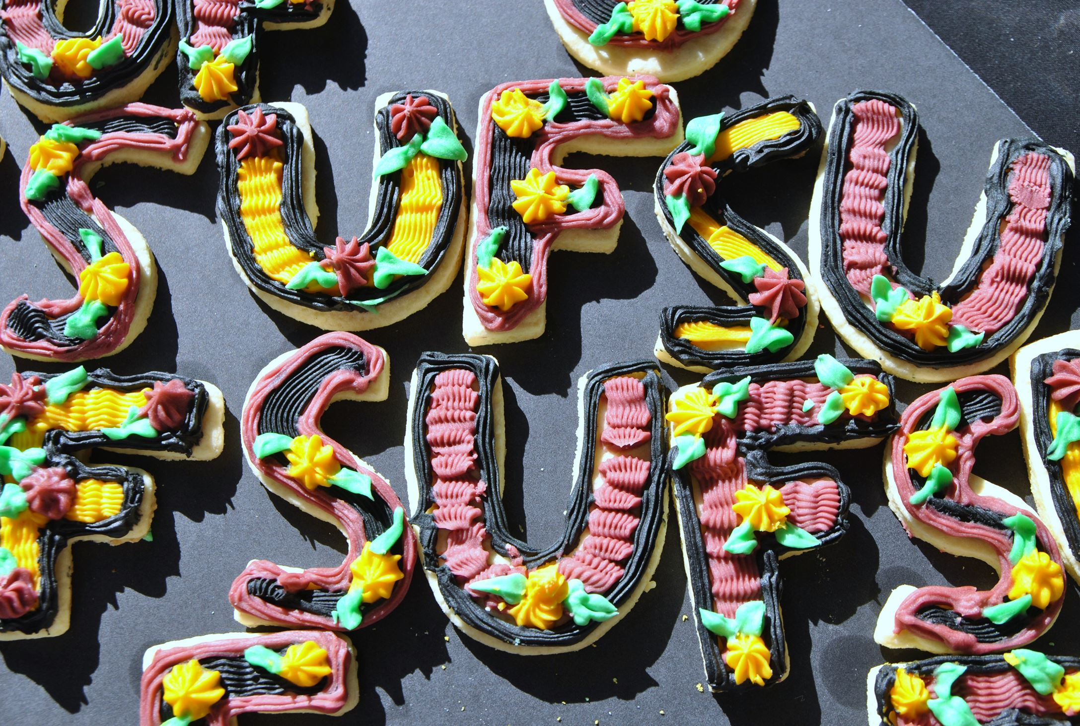 graduationdesserts4 Iced Graduation Sugar Cookies