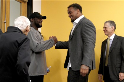 Steelers center Maurkice Pouncey  Steelers center Maurkice Pouncey shakes hands with head coach Mike Tomlin after speaking to the media about signing a six-year, $48 million contract at the Steelers South Side training facility on Thursday, June 12, 2014. Behind him is team president Art Rooney II and in the foreground is Ambassador Dan Rooney.