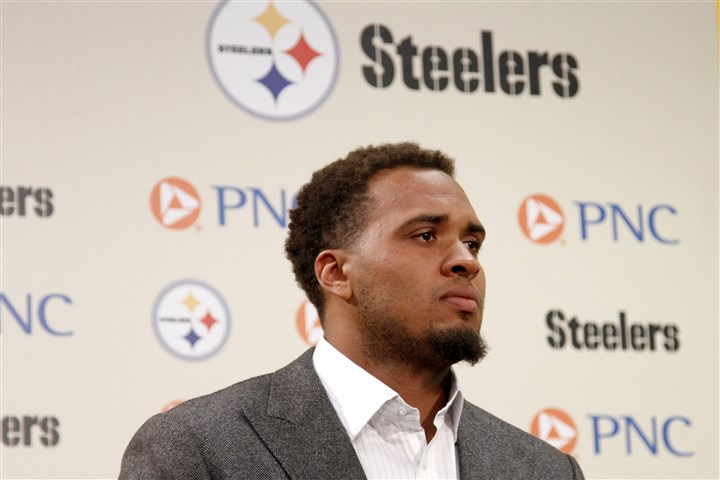 Maurkice Pouncey tears up Steelers center Maurkice Pouncey tears up while addressing the media after signing a six-year, $48 million contract Thursday.