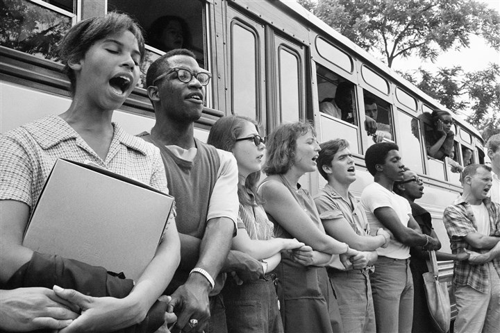 NEWSEUM 1964 voter freedom summer Student civil rights activists join hands and sing as they prepare to leave Ohio to register black voters in Mississippi. The 1964 voter registration campaign was known as Freedom Summer.