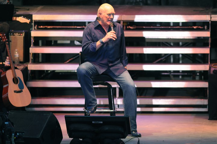 bradshawshow0615 Former Steelers quarterback Terry Bradshaw sings live on stage Saturday night at The Meadows Racetrack & Casino, where he also took a few moments to remember coach Chuck Noll.