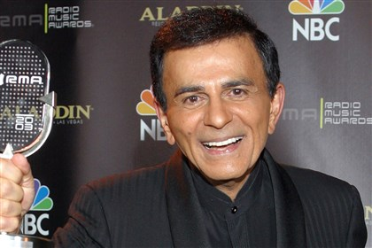 9q500ni6-1 Casey Kasem after receiving the Radio Icon award during The 2003 Radio Music Awards in Las Vegas.