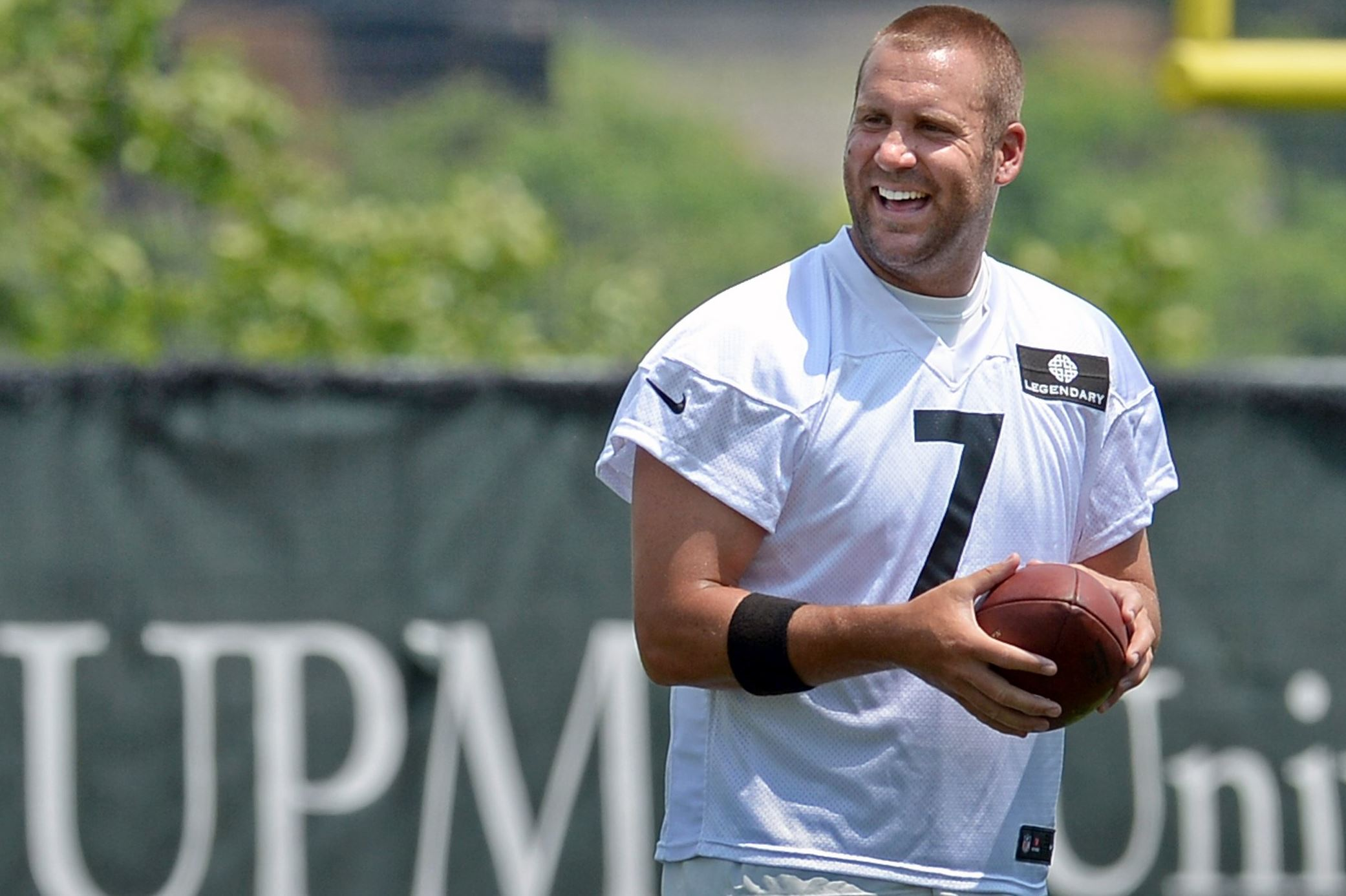 Quarterback ben roethlisberger takes part in minicamp on the south