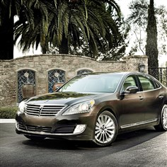 2014hyundaiEXT  The 2014 Hyundai Equus looks the part of a luxury car from the outside, echoing the lines of Mercedes, Lexus and Infiniti.