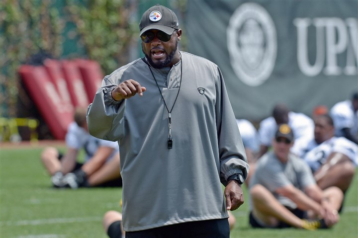 20140618mfsteelerssports02-3 Steelers head coach Mike Tomlin watches as his team warms up during minicamp on the South Side in June.