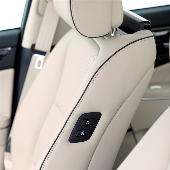 2014hyundaiINTERIOR-2 A nice touch for the 2014 Hyundai Equus are buttons for the passenger seat that operate from the driver's seat. ]