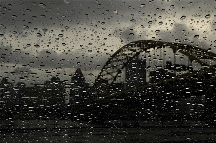 91t00kxi-13 Rain drops collect on glass with the Downtown skyline and the Fort Pitt Bridge in the background.