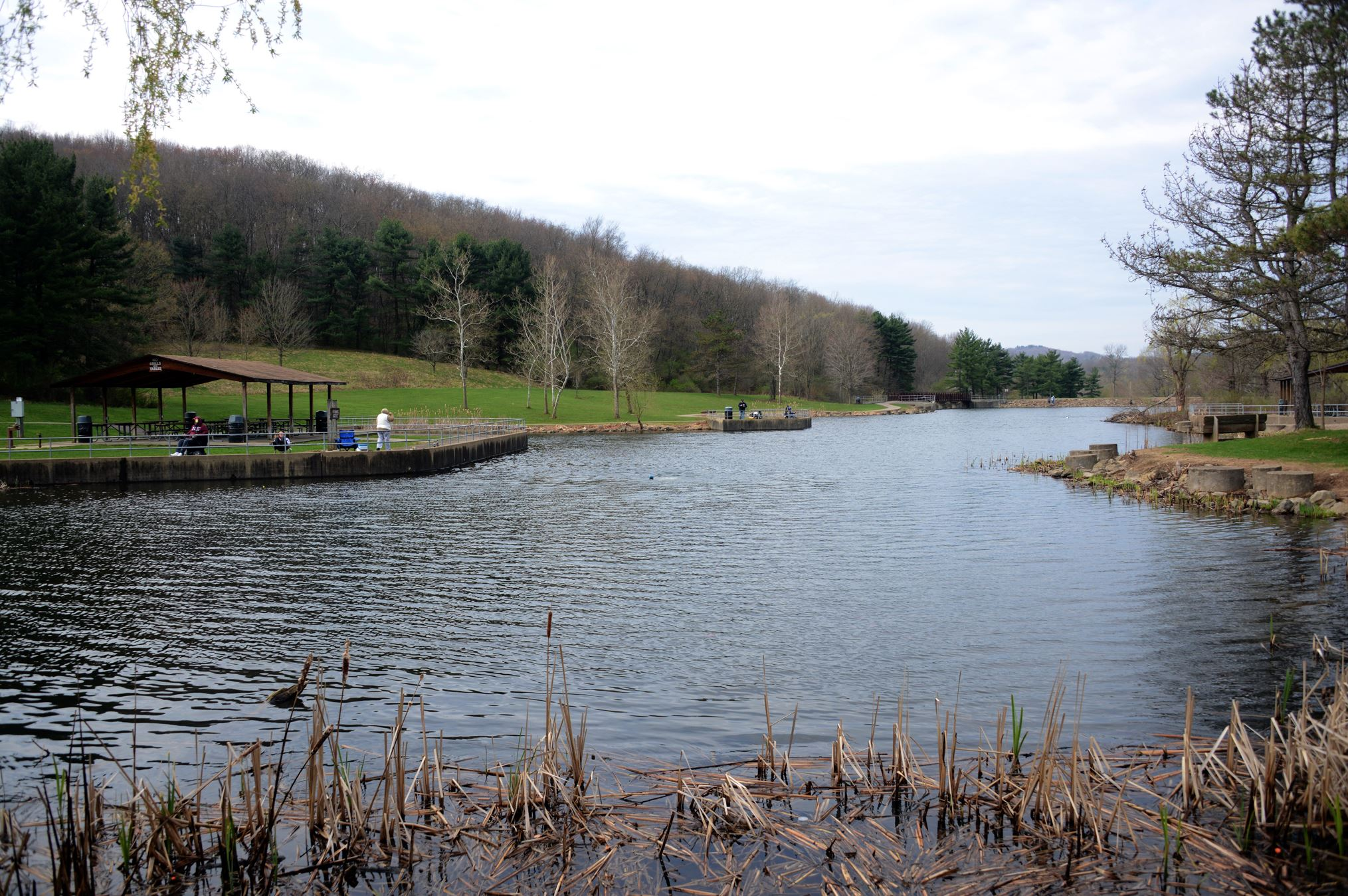 Deer Lakes Park Deer Lakes Park is a 1,180-acre park that lies in the northern communities of Frazer and West Deer.