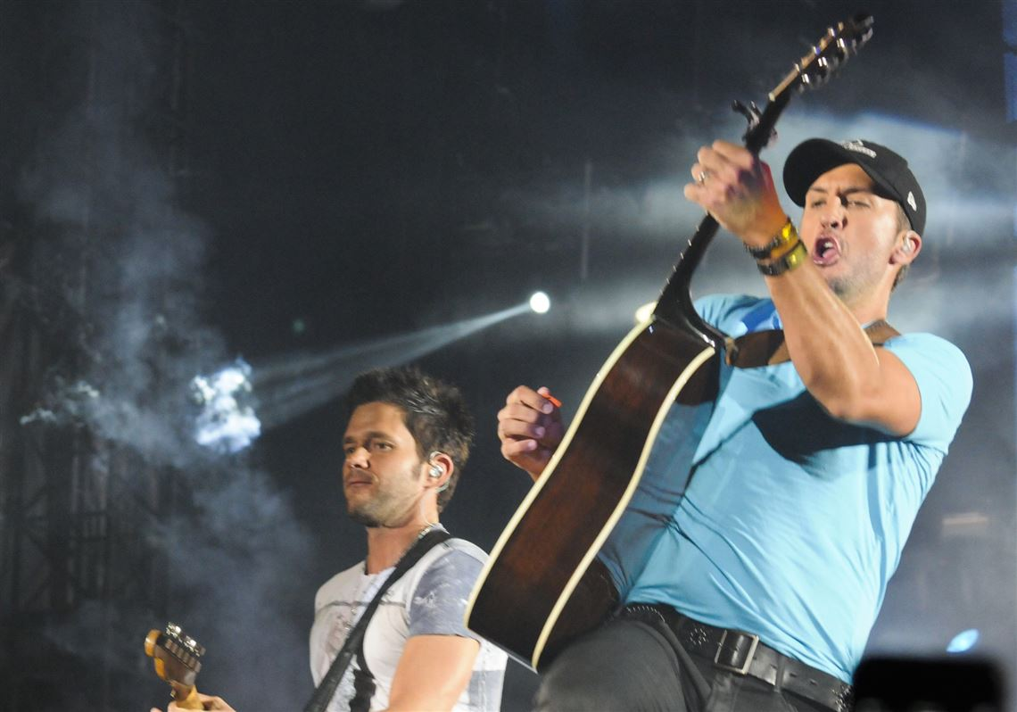 c6eb5a4f9e8 Country music star Luke Bryan performs at Heinz Field. Tens of thousands of  fans showed. 1. MORE
