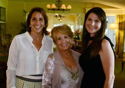 20140619bwMassaroSeen01 Alina, Carol and Stephanie Massaro.