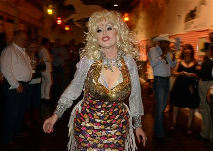 20140620bwMFseen04 Nicole St. George as Dolly Parton.