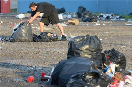 Luke Bryan parking lot trash Pittsburgh Workers cleaning the Carnegie Science Center parking lot the morning after the Luke Bryan concert.