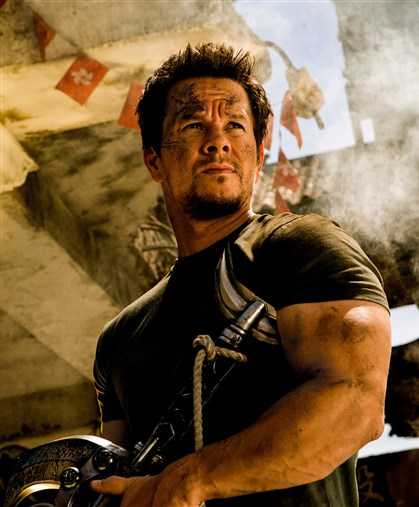"20140627Transformers4-3 Mark Wahlberg plays Cade Yeager in ""Transformers: Age of Extinction."""