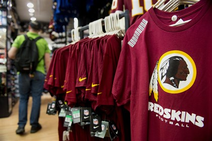 9qc00p0n The Washington Redskins football team logo is displayed on a shirt for sale at a store in San Francisco, California.