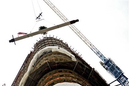 Tower at PNC Plaza construction topping off The final steel beam for the 33-story Tower at PNC Plaza is lifted into place today during the topping off ceremony in Downtown Pittsburgh.