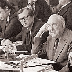 bakerOBIT35 The Tennessee Republican, in the middle with eyeglasses, whose words helped frame the Watergate investigation and who served as White House chief of staff during the Reagan administration, died in Huntsville, Tenn. He was 88.