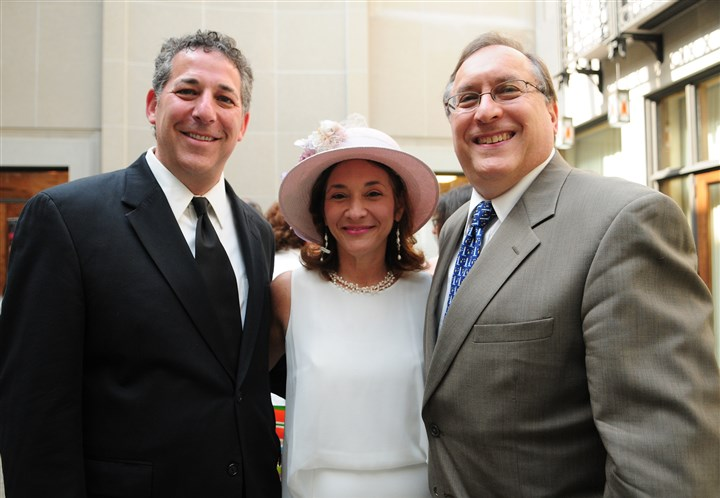 PursuerPeace Rabbi Aaron Bisno and his wife Michelle with Jim Busis.