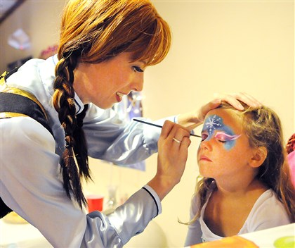 Courtney Czarniak of Bridgeville and Saylor Lee of Belle Vernon Courtney Czarniak of Bridgeville, in costume as the Ice Princess, paints the face of Saylor Lee, 5, of Belle Vernon at Saylor's princess-themed birthday party.