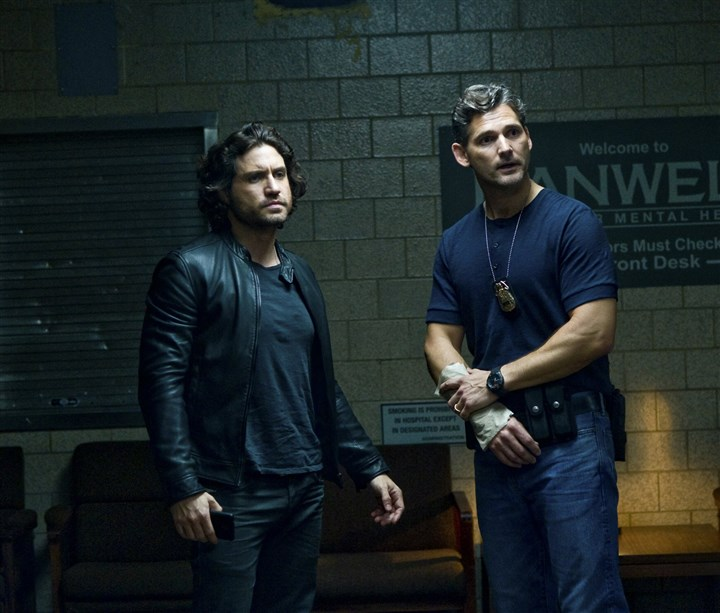 "20140702HODeliver2-1 Mendoza, played by Edgar Ramirez, and Sarchie, played by Eric Bana, in ""Deliver Us From Evil."""