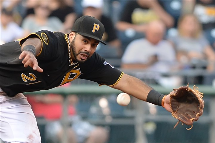 20140701pdPiratesSports03 Pirates third baseman Pedro Alvarez dives for ball.