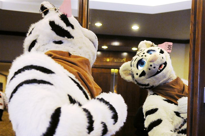 "20140702DARanthroconLocal01 Costumed performer ""Vitai"" checks himself out in a mirror in the Westin Hotel."