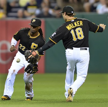 20140703pdPiratesSports04 Diamondbacks' Didi Gregorius singles betweenAndrew McCutchen and Neil Walker.