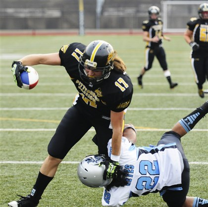 20140712DARpassionchampionshipSports02-1 Pittsburgh Passion wide receiver Rachel Wojdowski (17) evades the grip of New York Sharks defensive back Duece Reyes (22), scoring the second of four touchdowns in a game earlier this month.