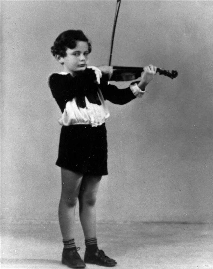 20140713fileLorinMaazelLocal06-6 Lorin Maazel began playing the violin at age 5. At 5-1/2, he was a member of a baby orchestra in California, and at age 18, he played second violin with the Pittsburgh Symphony Orchestra.