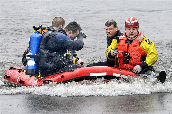 Divers search Allegheny River Divers from several volunteer fire departments were working shifts today in the search for the body of a man thrown from a jet ski Sunday.