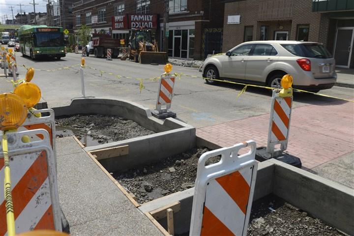 "20140715rldBellevueConstruction01 More ""bump-outs"" were under construction along Lincoln Avenue in Bellevue Tuesday."