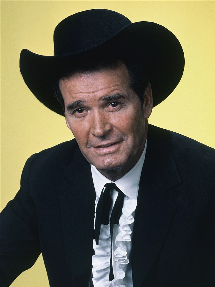 "James Garner Obit -- Maverick Actor James Garner is shown in character in this 1982 photo. He was known as the wisecracking star of TV's ""Maverick."""